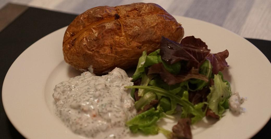 bakad potatis tillbehör